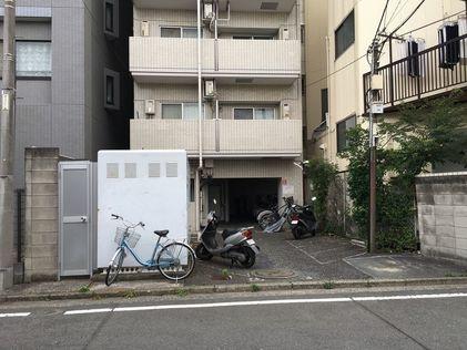 Clio Tsurumi First room